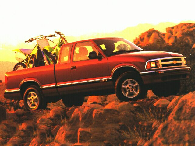 1997 Chevrolet S-10 LS Extended Cab Extended Cab Pickup for sale in Toledo for $4,367 with 97,718 miles