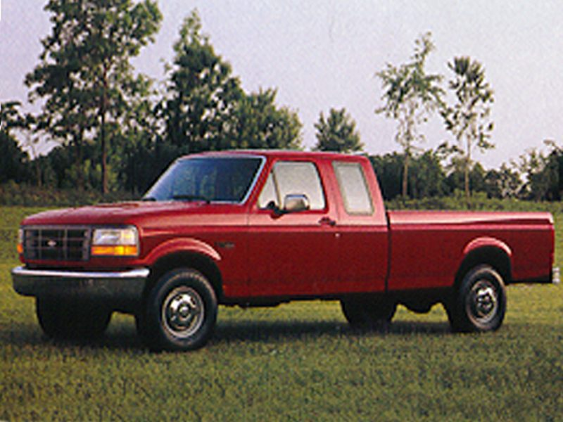 What engine sizes does the 1994 Ford F150 XLT offer?