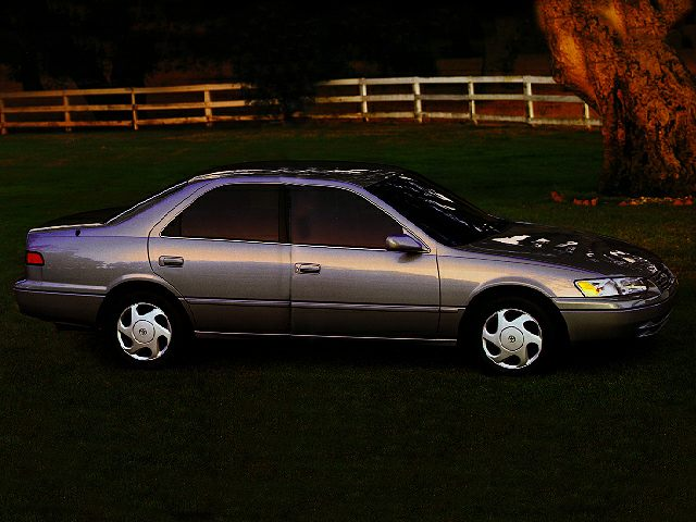 1997 Toyota Camry CE Sedan for sale in Miami for $3,000 with 165,945 miles.