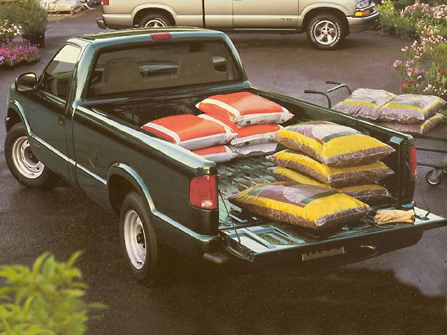 1999 Chevrolet S-10 LS Extended Cab Pickup for sale in Milford for $5,500 with 141,000 miles