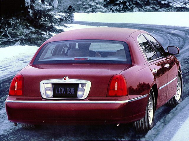 1998 Lincoln Town Car Signature Sedan for sale in Nashville for $4,995 with 128,473 miles.