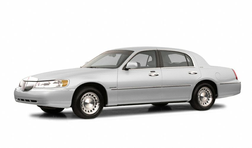 2002 Lincoln Town Car Executive Sedan for sale in Muskegon for $8,450 with 59,813 miles