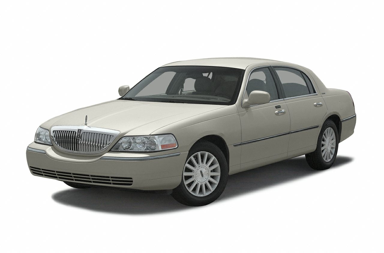 2003 Lincoln Town Car Signature Sedan for sale in Jasper for $8,990 with 72,000 miles.
