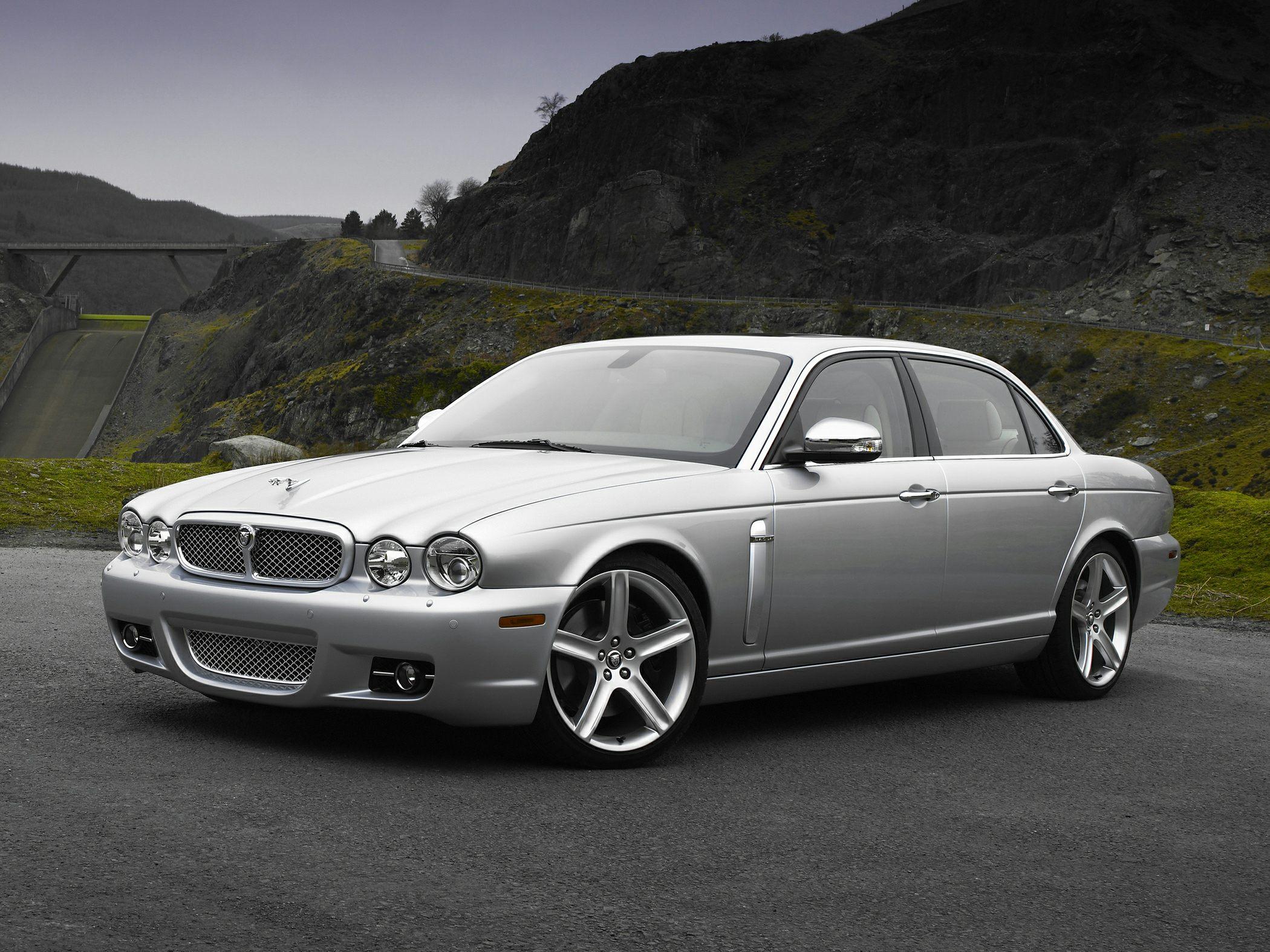 Jaguar Xj8 Sedan Models Price Specs Reviews Cars Com