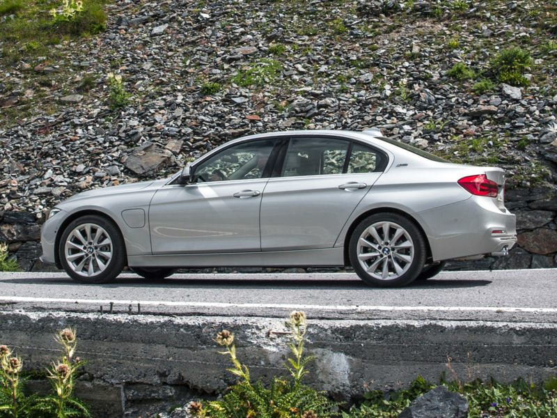 2017 bmw 330e reviews specs and prices. Black Bedroom Furniture Sets. Home Design Ideas