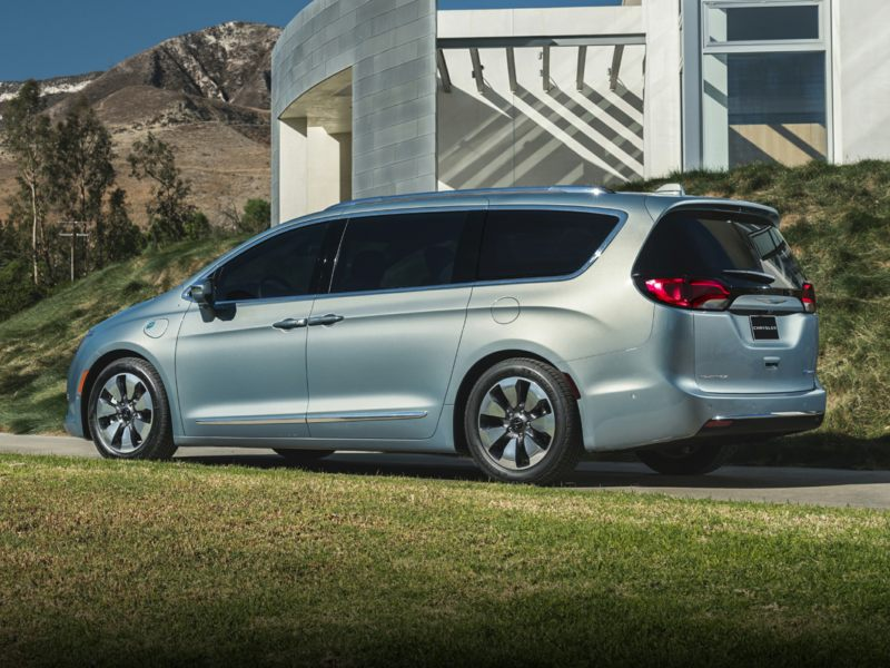 2017 chrysler pacifica hybrid reviews specs and prices. Black Bedroom Furniture Sets. Home Design Ideas