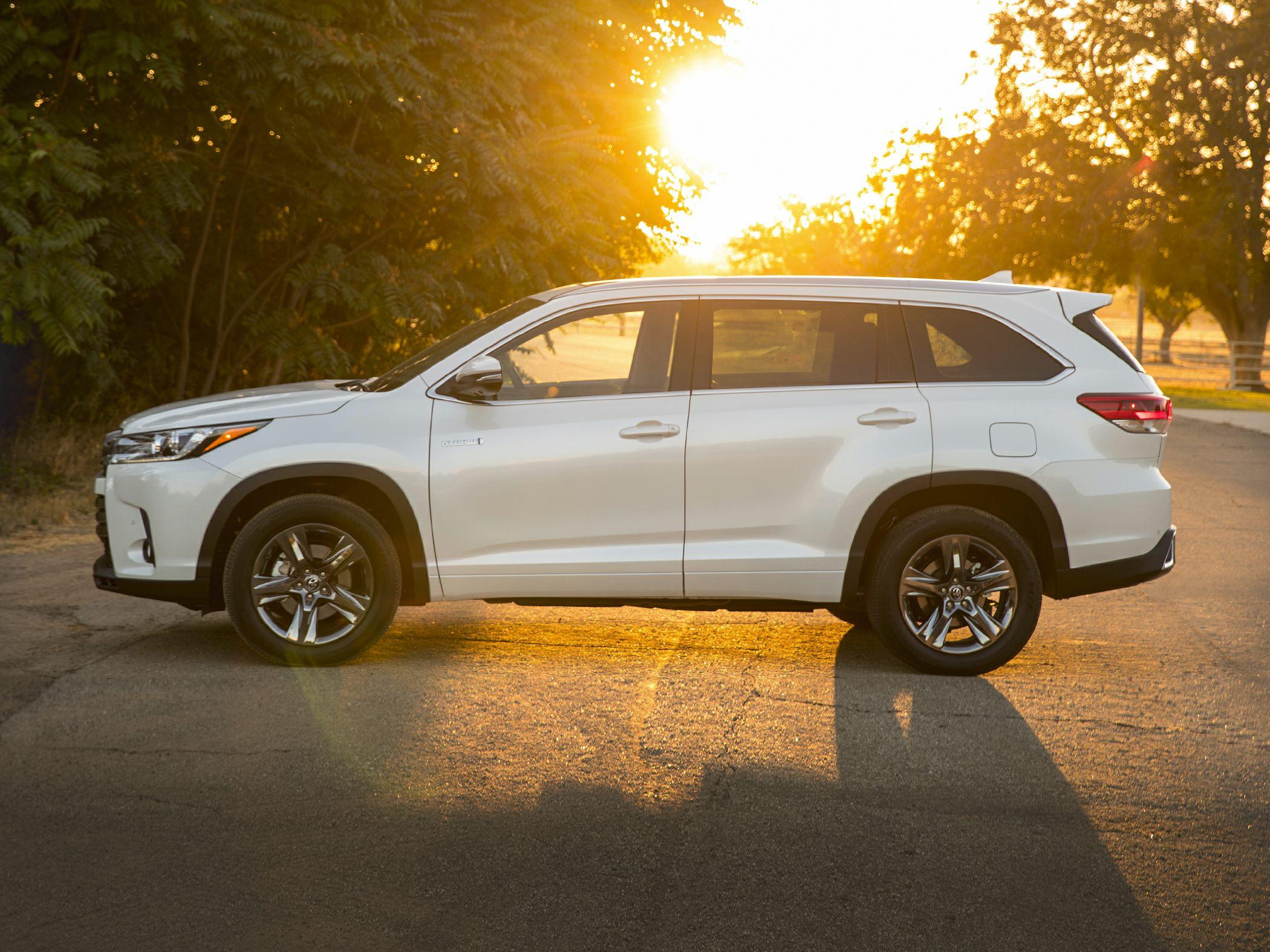 2017 Toyota Highlander Hybrid Reviews Specs And Prices Cars Com